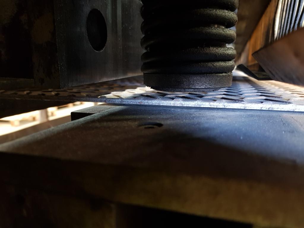 Guillotine Cutting checker plate 1