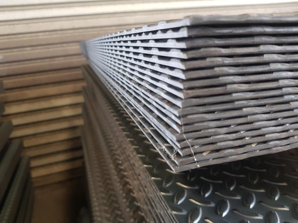 Guilotine Checker Plate