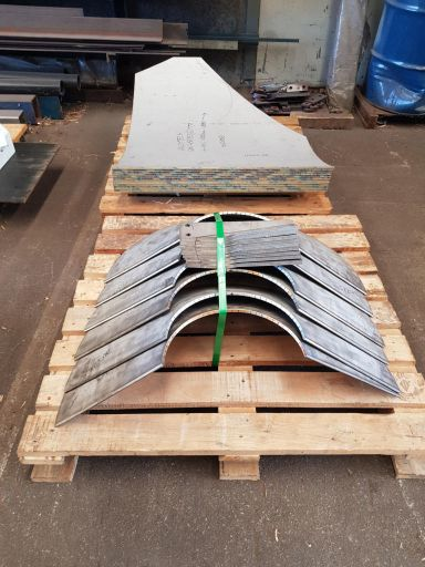 Pressing-Stainless-Steel-Cones-768x1024